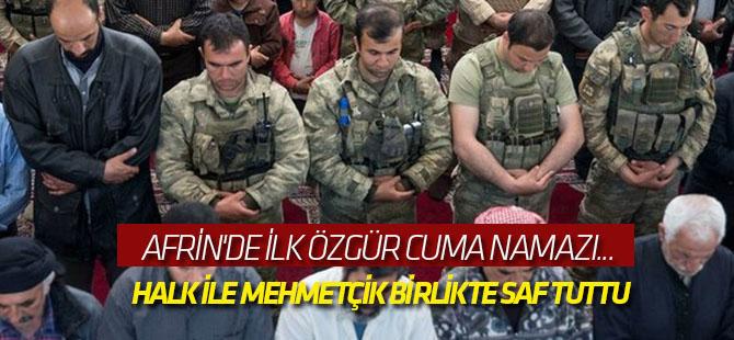 Halk ile Mehmetçik birlikte saf tuttu