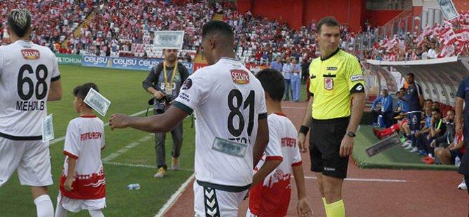 Antalyaspor taraftarı Eto'o'ya dolar saçtı!