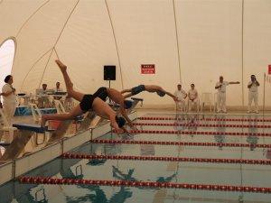 Okullar yüzmede yarıştı