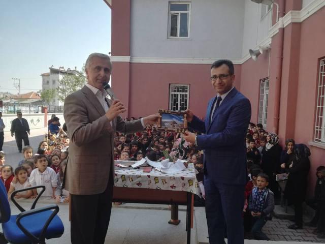 Yazar Karagöz öğrencilerle bir araya geldi