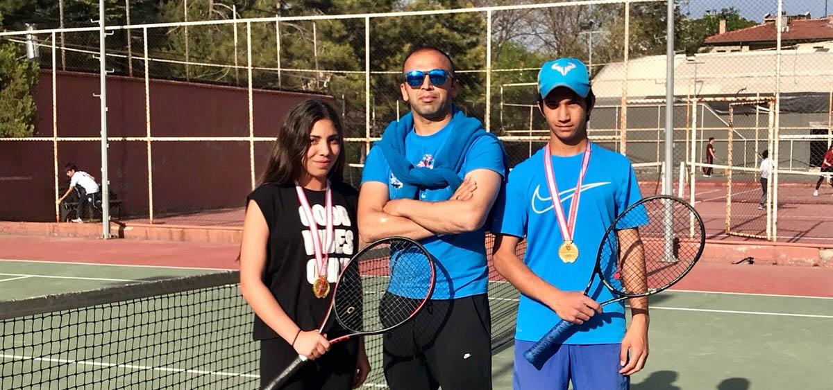 Konyalı tenisçilerden 2 derece