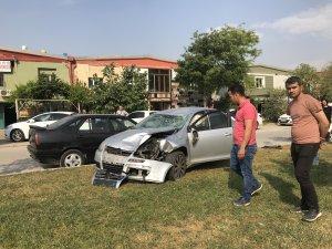 GÜNCELLEME - Otomobil refüjdeki işçilere çarptı: 3 ölü, 1 yaralı