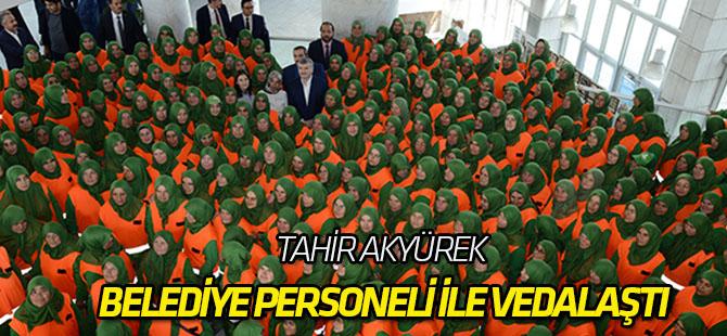 Tahir Akyürek belediye personeli ile vedalaştı