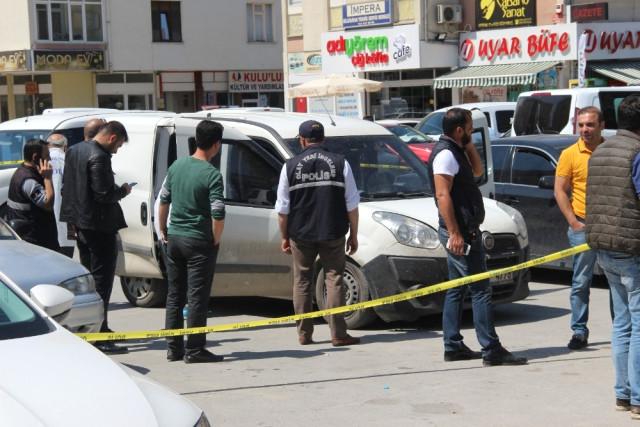 Konya'da para taşıyan kurye aracı soyuldu