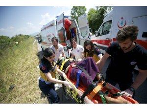 Anadolu Otoyolu'nda otomobil devrildi: 6 yaralı