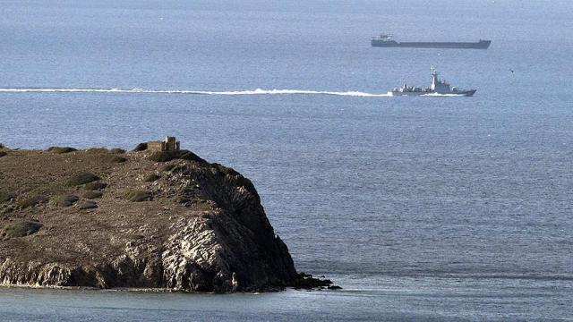 Türk kargo gemisi ile Yunan savaş gemisi çarpıştı