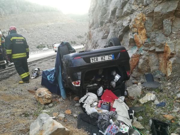 Konya'da otomobil kayalıklara çarptı: 1 ölü, 1 yaralı