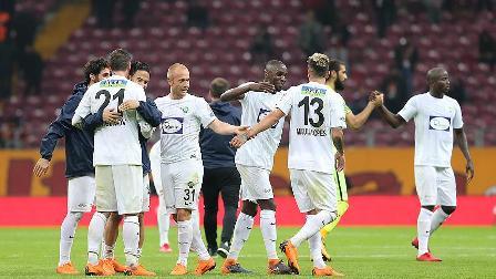 Akhisarspor 4 oyuncu ile sözleşme yeniledi