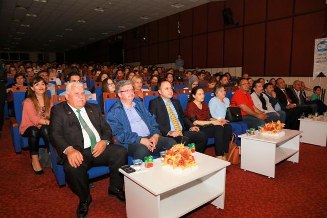 """Ereğli'de """"Artiz Mektebi"""" tiyatro oyunu sahnelendi"""