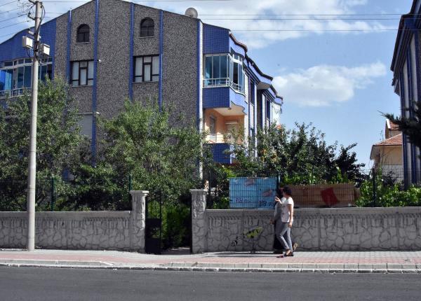 15 Yaşındaki Çocuk, Kadın Komşusu ile Ağabeyini Tüfekle Yaraladı