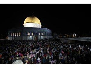 Mescid-i Aksa'da 350 bin kişi Kadir Gecesi'ni ihya etti