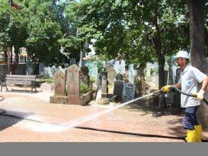 Karatay'da Cami ve Mezarlıklarda Bayram Temizliği