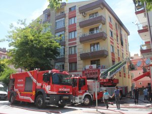 Konya'da apartman yangını: 11 kişi kurtarıldı