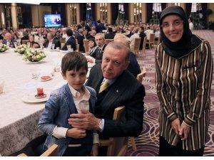 Cumhurbaşkanı Erdoğan, Ankara muhtarları ile sahurda bir araya geldi