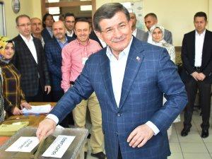 Davutoğlu, oyunu İstanbul'da kullandı