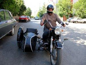Yarım asırlık motosikletini yanından ayırmıyor