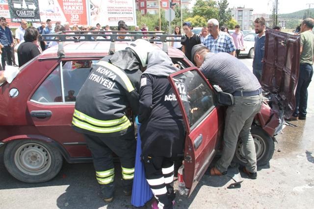 Beyşehir'de iki otomobil çarpıştı: 4 yaralı