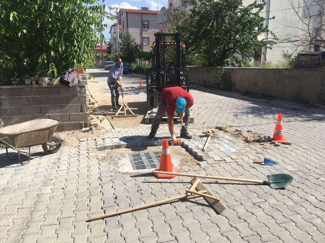 Beyşehir'de bozulan parke yollar onarılıyor
