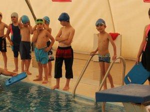 Yaz Spor Okullarında yüzme çalışmaları