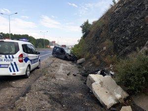 Kamyonet yoldan çıktı: 4 yaralı