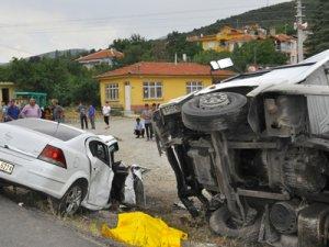 Konya'da otomobil tırla çarpıştı: 2 ölü, 2 yaralı