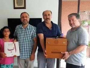 Görme engelli küçük Nisa iki ayda Kur'an okumayı öğrendi