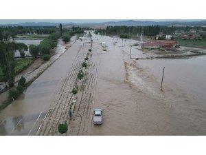 Afyonkarahisar'da sel felaketi hayatı felç etti