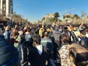 İran'da Hayat Pahalılığı Protesto Edildi