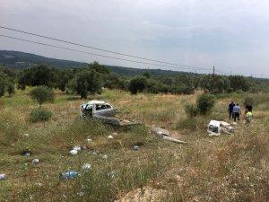 Manisa'da tüp kamyoneti tarlaya uçtu