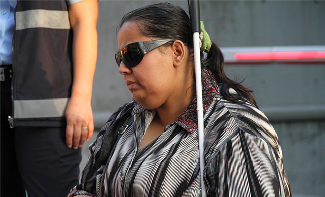 Kirasını ödeyemeyen görme engelli kadın sokağa atıldı