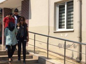 Adliyede çalışan kadın uyuşturucu baskınında yakalandı