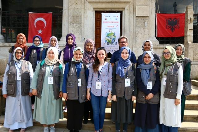 TİKA'nın genç gönüllüleri Arnavutluk'ta