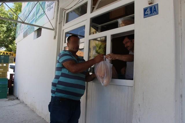 Seydişehir Belediyesi ihtiyaç sahibi ailelere ekmek dağıtıyor