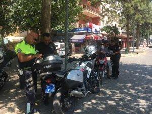 Selçuk'ta motosiklet sürücülerine kask uygulaması