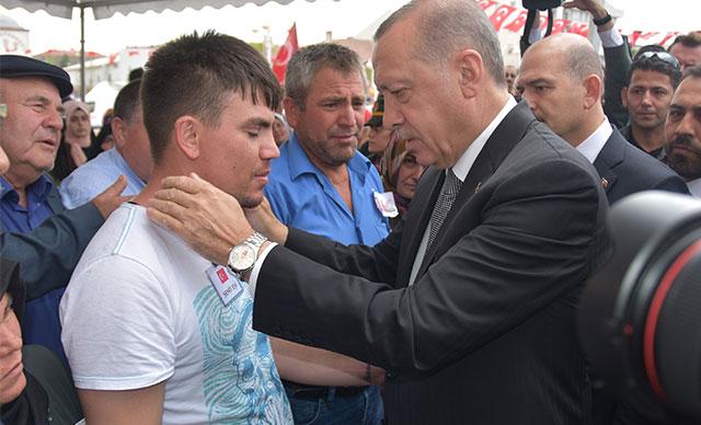 Cumhurbaşkanı Erdoğan, şehit anne ve bebeğinin cenaze töreninde