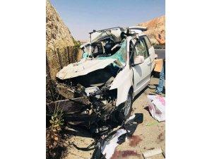Iraklıların içinde bulunduğu araç tıra çarptı: 5 yaralı