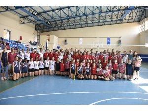 Voleybolda belediyeler arası dostluk turnuvası