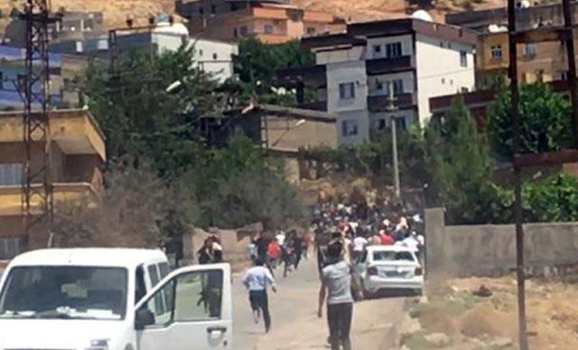 DEDAŞ ekipleri, yaklaşık 100 kişilik bir grubun saldırısına uğradı