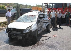 Elazığ'da tatile gelen gurbetçi aile kaza yaptı: 4 yaralı