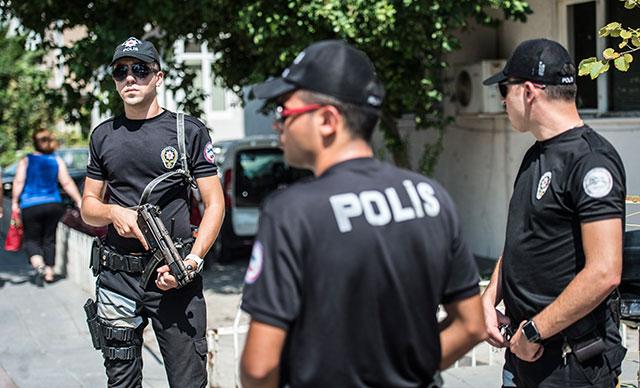 ABD'li komutanının İzmir ziyareti öncesi Brunson'ın evinin önünde önlemler arttı