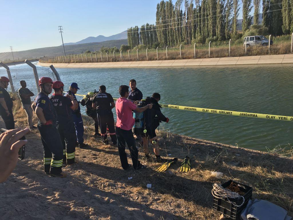 Konya'da otomobil sulama kanalına devrildi: 2 ölü