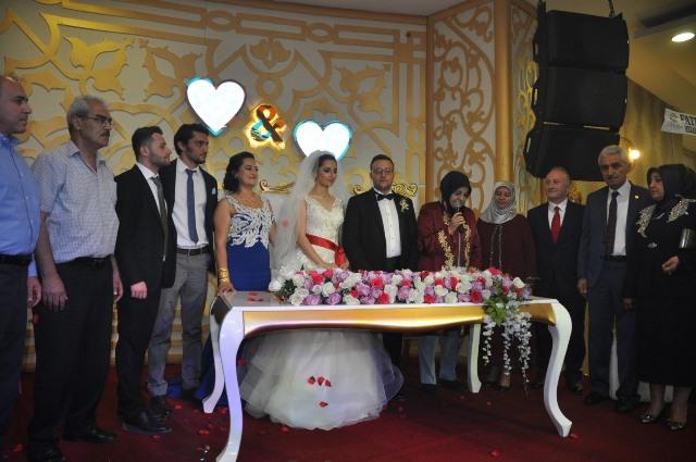 İsmet Karababa kızını evlendirdi