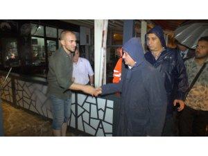 """Vali Yazıcı: """"Metrekareye 130,6 kg yağış düştü, bu bir afet"""""""