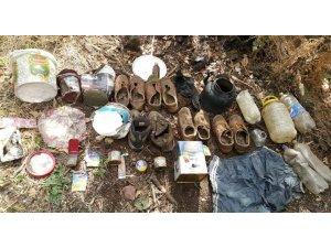 Muş'ta üzeri toprak ve yapraklarla kapalı sığınak ve yaşam malzemeleri imha edildi