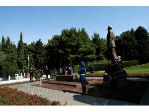 Cumhurbaşkanı Erdoğan, Bakü'de Türk şehitliğini ve Aliyev'in kabrini ziyaret etti
