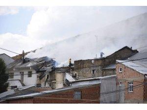 Gümüşhane'de ev yangını: 3 evde maddi hasar oluştu