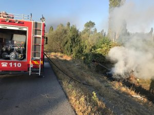 Kaza yapan otomobil yandı: 3 yaralı
