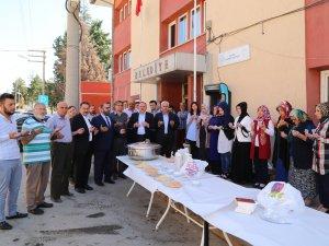 Hadim'de AK Parti Kadın Kolları aşure dağıttı