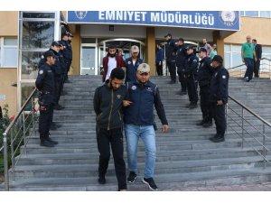 DEAŞ'ın Göç ve Lojistik Komitesi Sorumlusunun kardeşleri yakalandı