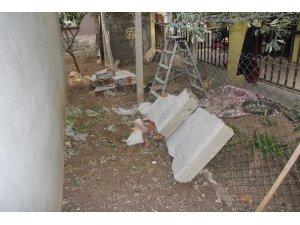 Zeytin toplarken devrilen duvarın altında kaldı